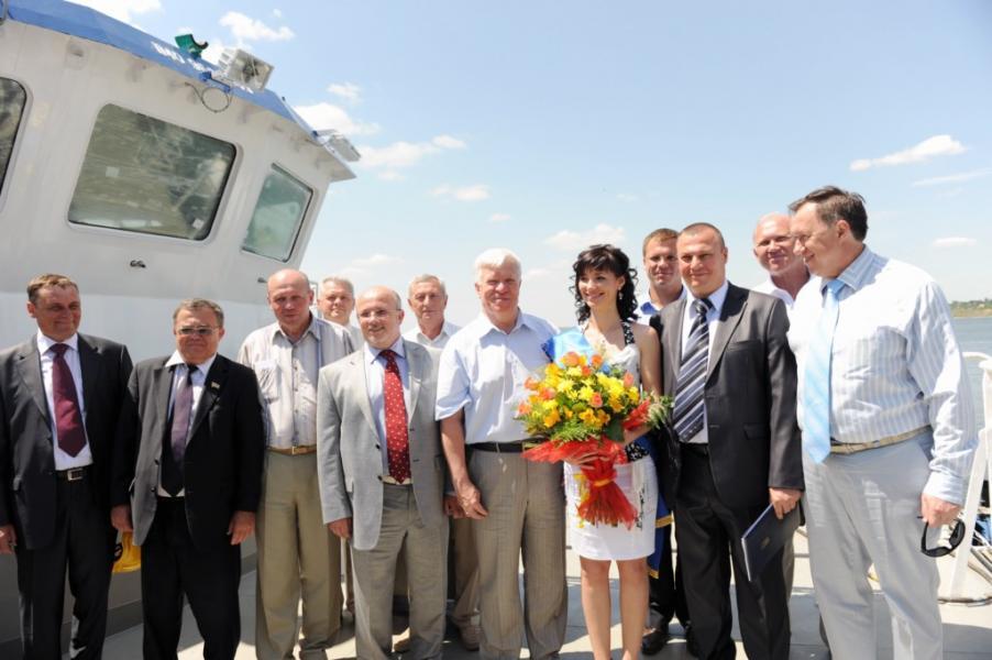 Під час спуску першого буксира компанії серїі POSS-115 (завод «Океан», 31 травня 2011)